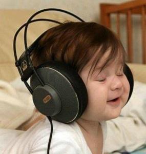 babylisteningwithheadphones